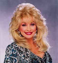 Dolly Parton …~ - All For Bob Hair Trending Dolly Parton Wigs, Long Layered Curly Hair, Dolly Parton Pictures, Jeanne Crain, Hollywood Music, Country Singers, Country Music, Colored Highlights, Female Singers