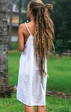 I asked her personally..she said all her dreads are 100% her hair. No extensions, synthetics, etc:)