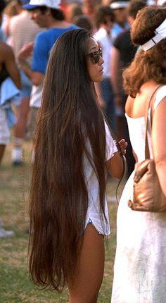 Whaaaaa!?? this is beautiful!! Very long brown hair. #longhair