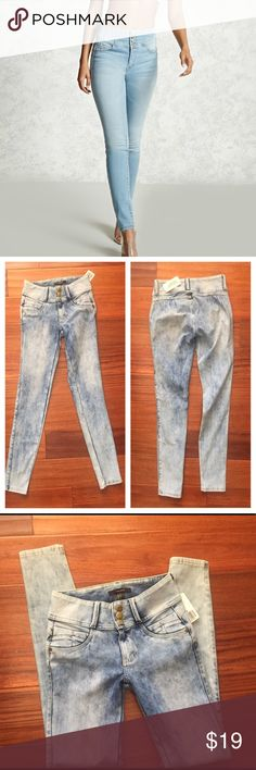 "New!! High waisted Jeans 👖 New!! With tags. Size small, waist 25"" + fabric stretches. Inseam 29"". They look great in the bootie area. PRICE IS FIRM, you can bundle for extra savings ty Forever 21 Jeans Skinny"
