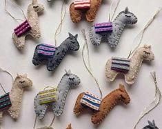 Felt llama ornament Fabric Animals, Felt Animals, Felt Diy, Felt Crafts, Felt Ornaments, Christmas Ornaments, Ornament Template, Softie Pattern, Craft Corner