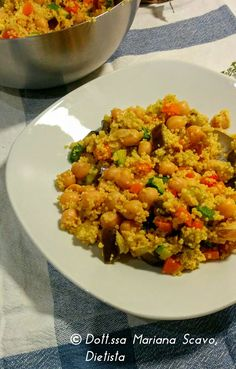 Cous Cous al curry e curcuma con verdure e ceci