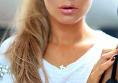 lipgloss and peach highlights