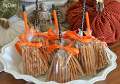 Healthy Snacks Transform pretzel sticks into a witch's broomstick for this EASY non-candy Halloween snack idea your kids will LOVE! - Transform pretzel sticks into a witch's broomstick for this EASY non-candy Halloween snack idea your kids will LOVE! Dulceros Halloween, Halloween Class Party, Halloween Treats For Kids, Halloween Goodies, Halloween Birthday, Holidays Halloween, Halloween Decorations, Healthy Halloween Snacks, Holiday Snacks