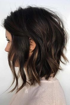 Wavy Stacked Medium Bob ❤ Want to get feathered hair? Here you can find the latest ideas that are popular in 2018 and will always be around: from awesome short and medium feathers to long, volumetric cuts. Bob Haircuts For Women, Bob Hairstyles For Fine Hair, Feathered Hairstyles, Cool Hairstyles, Medium Bob Hairstyles, Hairstyles Haircuts, Long Bob Haircuts With Layers, Longer Bob Hairstyles, Short To Medium Haircuts