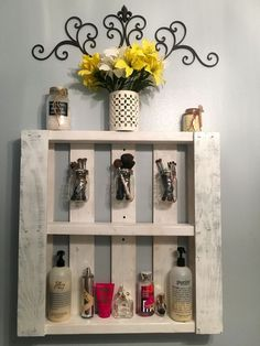 Use Pallet Wood Projects to Create Unique Home Decor Items Pallet Crafts, Diy Pallet Projects, Wood Projects, Pallet Ideas, Diy Crafts, Pallet Bathroom, Diy Bathroom, Bathroom Vanities, Bathroom Ideas