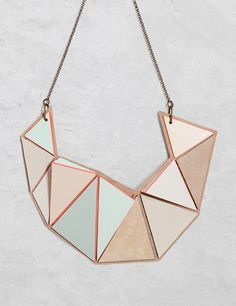 """love this geometric necklace. and i'm not a huge fan of """"statement necklaces. Geometric Necklace, Geometric Jewelry, Jewelry Accessories, Jewelry Design, Unique Jewelry, Geometric Fashion, Fairy Jewelry, Wood Necklace, Sculptural Fashion"""