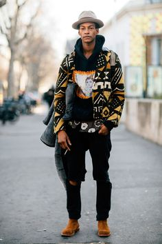 See what the models are wearing off-duty! Mode Streetwear, Streetwear Fashion, Mode Afro Punk, African Men Fashion, Mens Fashion, Fashion Black, Street Fashion, African Street Style, Moda Punk