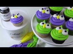 Adorable Buttercream Owl Cupcakes - YouTube