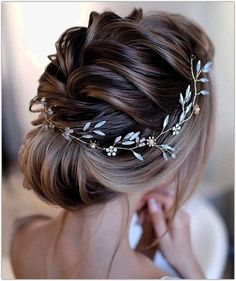 hair vines for wedding / hair vine ; hair vine with veil ; hair vine wedding half up ; hair vines for wedding ; Braided Hairstyles For Wedding, Short Wedding Hair, Wedding Hair And Makeup, Wedding Updo, Bride Hairstyles, Headpiece Wedding, Curly Hairstyles, Summer Wedding, Updos Hairstyle
