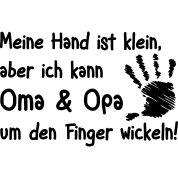 Meine Hand ist klein, aber ich kann Oma und Opa um den Finger wickeln!