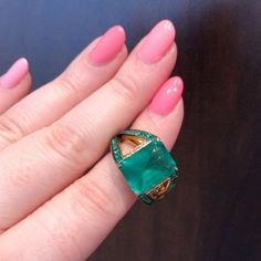 In an #emerald mood today!! I love the side view of this @janetaylorjewelry ring.  .  #jewelrygram #emeralds #emeraldring #jewelry #diamondsinthelibrary