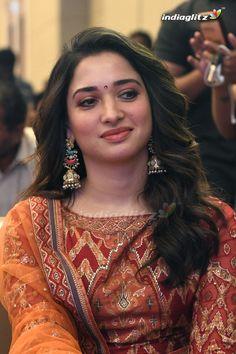 South Indian Actress Photo, Bollywood Actress Hot Photos, Indian Actress Hot Pics, Bollywood Girls, Tamil Actress Photos, Beautiful Bollywood Actress, Beautiful Actresses, Indian Actresses, Actress Pics
