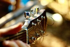 Hammer, Slide and Wham! Blues Guitar – The Indytute Music Images, Music Pictures, Les Paul, Beatles, Acoustic Guitar Strap, Acoustic Guitars, Guitar Tuners, Guitar Body, Velasco