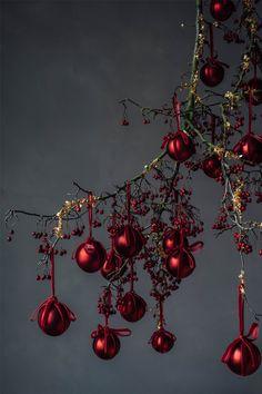 noel 2019 Zara Home Zara Home Christmas, Christmas Mood, Noel Christmas, Christmas Is Coming, Rustic Christmas, Zara Home Holiday, Gold Christmas Decorations, Theme Noel, Christmas Aesthetic