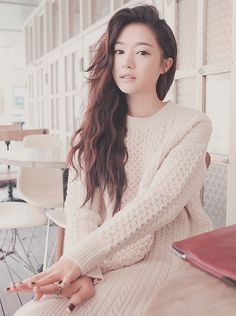Sophisticated loose waves. on The Fashion Time  http://thefashiontime.com/5-best-korean-hairstyles-long-hair/#sg1