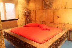 Si queréis disfrutar de una noche inolvidable en pareja os recomiendo este hotel en Madrid donde podrás disfrutar de una suit con piscina, jacuzzi, cama de agua, sauna, baño turco y mucho más! Lee el artículo para ver una descripción detallada del lugar:
