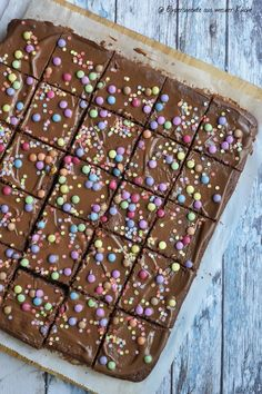 Best Cake : Colorful chocolate cake - experiments from my kitchen Easy Baking For Kids, Baking Recipes For Kids, Dessert Recipes For Kids, Easy Cake Recipes, Dessert Food, Dessert Simple, Food Cakes, Macaron, Chocolate Desserts