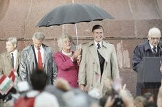 Barbara Bush held the umbrella for President George H. W. Bush in July 1989 (in Italy?). From The AtlanticWire.