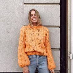 Nas escolhas da Boga: esta camisola da Ganni que ya promete ser o must-have de este otoño-inverno. Vogue, Crochet Poncho, Cardigan Pattern, Pullover, Knit Fashion, Knitting Designs, Instagram Fashion, Autumn Winter Fashion, Dame