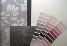 Grises, blancos y platas para el recibidor... La nota de color con la paleta de los púrpuras.