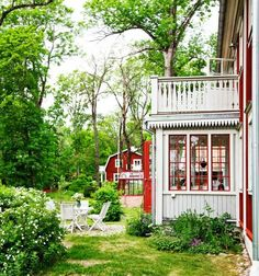 rund rabatt A New Swedish House in Old Country Sty - Swedish Cottage, Red Cottage, Swedish House, Cozy Cottage, Cottage Style, Red Houses, Swedish Style, Scandinavian Home, Country Style