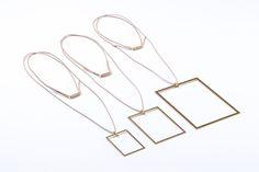 FEINFRACHT® Kette - Die FEINFRACHT® Kette wird aus einer 1mm dicken Messingplatte gelasert und kommt in drei verschiedenen Grössen. Getragen wird die Kette durch ein Lederband. Verbunden werden diese beiden Elemente durch eine speziell für diese Kette entworfene Aufhängung. Du bist das Bild, die FEINFRACHT® Kette rahmt dich als Träger. Der Rahmen wirkt einfach und minimalistisch und hat genau darum eine ganz eigene Ausstrahlung. Hoop Earrings, Jewelry, Leather Cord, Minimalist, Frame, Products, Necklaces, Simple, Jewlery