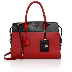 Prada Esplanade Medium Saffiano & Leather Tote (8.325 BRL) ❤ liked on Polyvore featuring bags, handbags, tote bags, apparel & accessories, zip top tote, structured tote bag, red purse, logo tote bags and red tote purse
