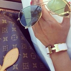 Could never go wrong with classic raybans |Accessories #Rayban #louisvuitton