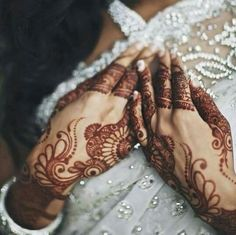Beautiful Arabic style henna. Dark stain at least 24 hours after paste removal.