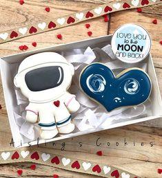 Cookies For Kids, Cut Out Cookies, Cute Cookies, Sugar Cookies Recipe, Royal Icing Cookies, Space Food, Valentines Day Cookies, Cookie Designs, Sugar Art