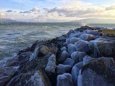 La Bise on hurja myrskytuuli Geneve-järven rannan läheisyydessä, sekä tietenkin ranskalainen poskisuudelma.