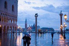 Venecia, la ciudad que vive sobre las aguas del mar Adriático, tampoco se libra de las tormentas. Un... - Corbis. Texto: Almudena Martín