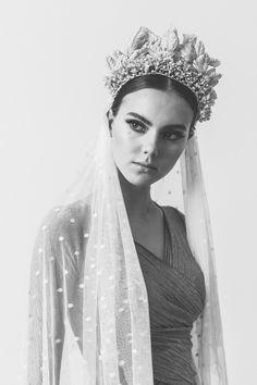 Tocado de novia de la colección #whiteswan de Rita Von.