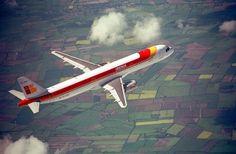 A-320 de Iberia ,que bonito se ve cuando surca los cielos #SaveIberia