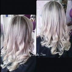 Retoque de luzes e iluminação de pontas.  Cliente Amanda  By Drika Dias #doutoradosloiros  #loiras #pontasloiras #cabelosloiros #hairblond #loirodiva #loiroluxo #blond #instablond #cachos #reflexo #mechasloiras #loiroperolado #loiroperola #platinados #luzes #mechas #cabelocommechas #hair #especialistaemloiros