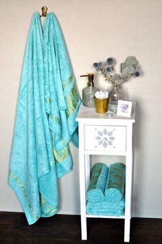 Krásna tyrkysová farba rozjasní každú kúpeľňu. Bambus má oproti bavlne až 4-krát väčšiu savosť. Na bambusových tkaninách sa nerobia hrčky. Nightstand, Bamboo, Table, Furniture, Home Decor, Decoration Home, Room Decor, Night Stand, Tables
