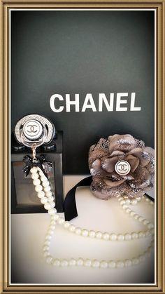 www.luxury-baby.com  Set 55,00 euro. Maat fopspeen is 6-12 maanden Deze set is UITVERKOCHT!