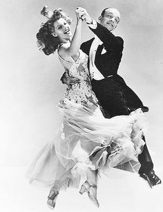 This is the photo used for the MOMA's poster for Hollywood costume exhibit in the Rita Hayworth & Fred Astaire Golden Age Of Hollywood, Vintage Hollywood, Hollywood Glamour, Classic Hollywood, Fred Astaire, Shall We Dance, Lets Dance, Rita Hayworth, Foto Picture