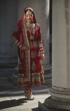 Stunning anarkali. I'd like it in a dark color to wear to a big event. Not so much to wear it as a bride.