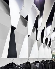 High-end #fashion markets thrive in Kuwait, where the retail scene abounds with lavish Western brands. Naturally, this setting piqued the interest of Mélange, a women's #boutique regarded for their high-quality clothing and accessories. The owners commissioned United Engineering Consultants and Massive Order to #design a high-contrast black and white #interior that projects an unmistakably #luxurious image. To draw visitors in, the designers installed a sculptural centerpiece of angular…
