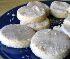 -Make Spanish Polvorones, Crumbly Almond Cookies Spanish Dessert Recipes – Polvorones Recipe – Almond Cookie Recipe See it Desserts From Spain, Spanish Desserts, Spanish Dishes, Spanish Cuisine, Spanish Food, Spanish Recipes, Spanish Class, Almond Meal Cookies, Yummy Cookies
