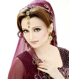 http://globalemag.com/wp-content/uploads/2013/10/Pakistani-Bridal-Makeup-Looks-2013-By-Sobia-Bridal-Salon-Studio-011.jpg