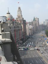A Visitor's Guide to the Buildings along the Bund in Shanghai The Bund, Green Building, Empire State Building, Shanghai, Terrace, Travel Inspiration, Improve Yourself, Street View, Racing