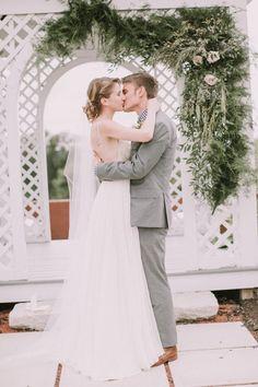 Rustic wedding ceremony inpiration | Image by Jamie Mercurio Photography