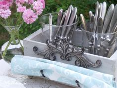 Silverware Caddy at ModVintageLife.com