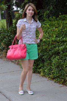 Floral Shirt and Green Shorts is great outfit for everyday. Love the green shorts and the floral top combination.