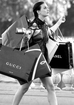 Find images and videos about chanel, shopping and gossip girl on We Heart It - the app to get lost in what you love. Boujee Aesthetic, Bad Girl Aesthetic, Aesthetic Collage, Aesthetic Vintage, Aesthetic Photo, Aesthetic Pictures, Black And White Picture Wall, Black And White Pictures, Pelo Blair Waldorf