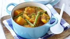 You can use any seasonal vegetables in this delicious, spicy stew! Spicy Stew, Curry In A Hurry, Bean Stew, Vegetable Seasoning, My Cookbook, Spice Things Up, Green Beans, Vegetarian Recipes, Soup