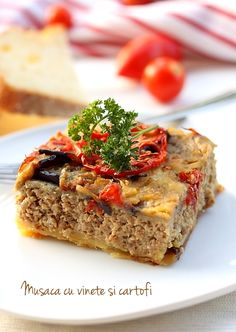 Musaca de vinete si cartofi Romanian Food, Romanian Recipes, Vegetarian Recipes, Cooking Recipes, Cook At Home, Food To Make, Good Food, Food And Drink, Favorite Recipes
